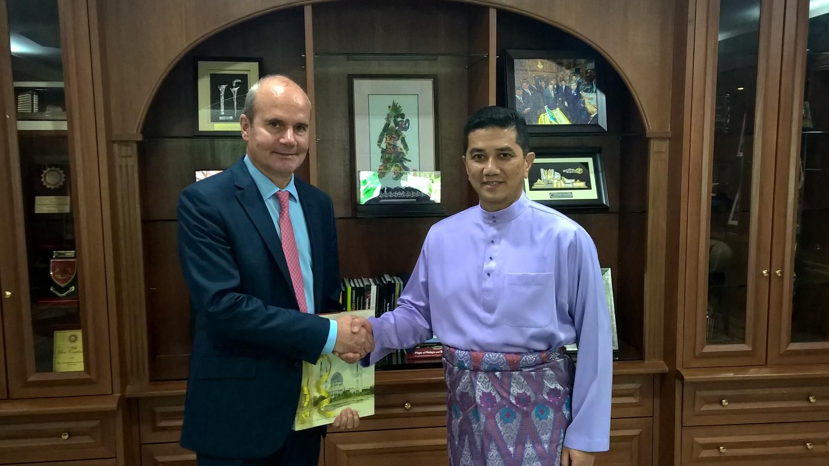 L ambassadeur de france rencontre le chief minister du selangor la france en malaisie - Chambre de commerce malaisie ...